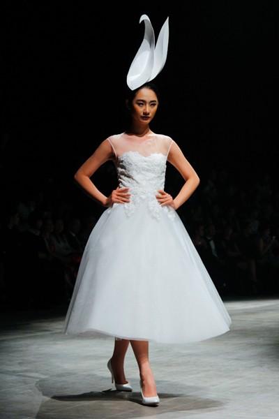 """Dàn """"chân dài"""" Việt quyến rũ trong trang phục họa tiết cánh bướm ảnh 12"""