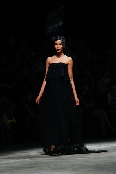 """Dàn """"chân dài"""" Việt quyến rũ trong trang phục họa tiết cánh bướm ảnh 13"""