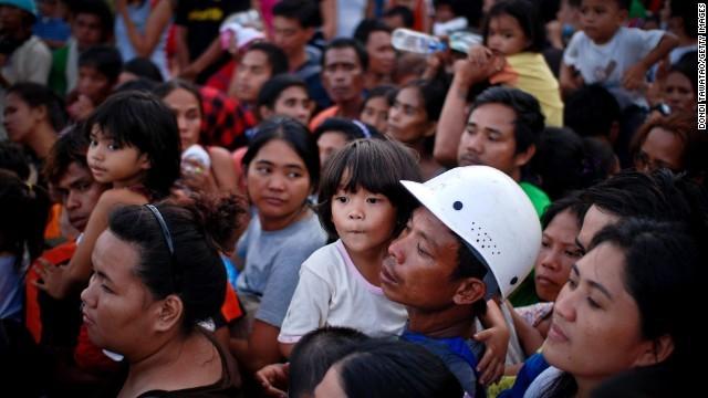 Rơi nước mắt trước thảm cảnh trẻ em Philippines sau siêu bão Haiyan ảnh 17