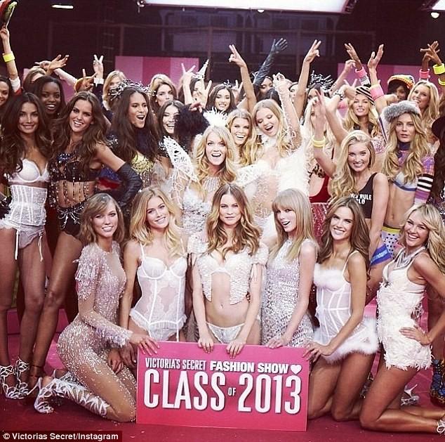 Choáng ngợp đêm diễn nội y của Victoria's Secret ảnh 25