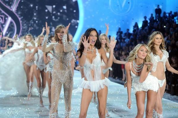 Choáng ngợp đêm diễn nội y của Victoria's Secret ảnh 24
