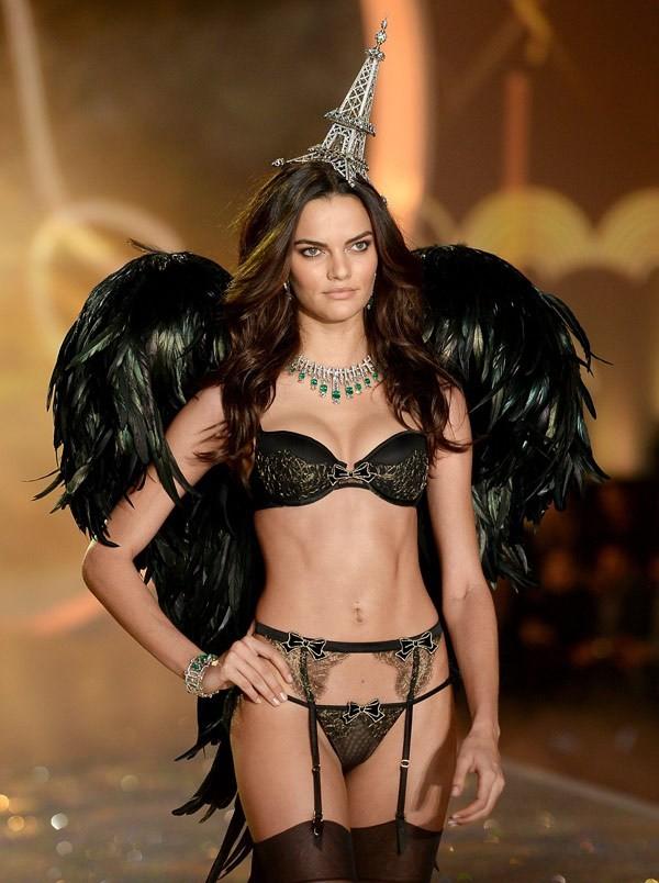 Choáng ngợp đêm diễn nội y của Victoria's Secret ảnh 20
