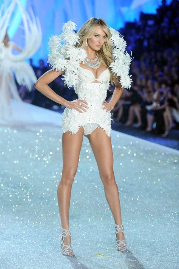 Choáng ngợp đêm diễn nội y của Victoria's Secret ảnh 17