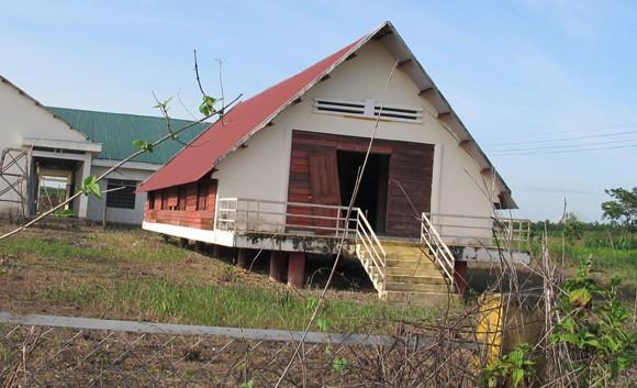 """Nhà văn hóa cộng đồng ở Tây Nguyên: Xây xong """"đóng cửa, bỏ hoang""""! (2) ảnh 1"""