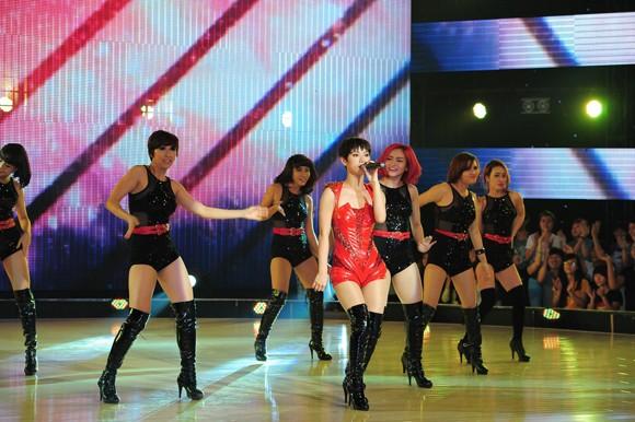 Yến Trang, Trà My Idol diện quần ngắn cũn, nhảy bốc lửa ảnh 9