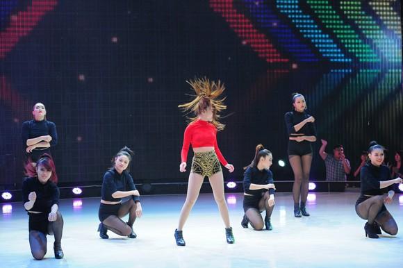 Yến Trang, Trà My Idol diện quần ngắn cũn, nhảy bốc lửa ảnh 12