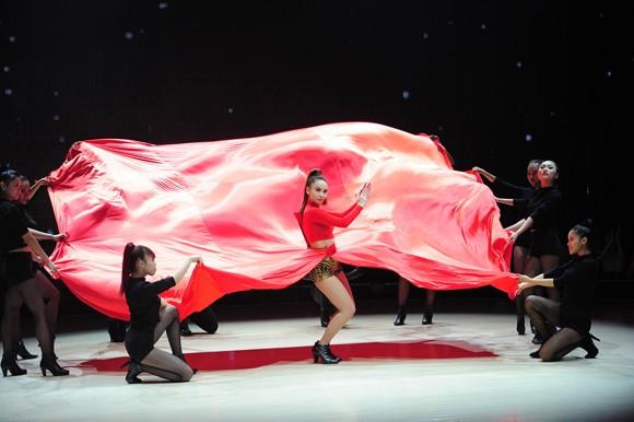Yến Trang, Trà My Idol diện quần ngắn cũn, nhảy bốc lửa ảnh 10
