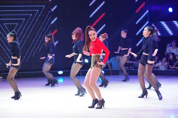 Yến Trang, Trà My Idol diện quần ngắn cũn, nhảy bốc lửa ảnh 14