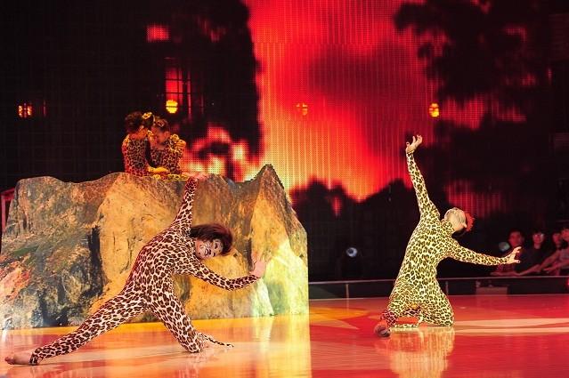 Yến Trang, Trà My Idol diện quần ngắn cũn, nhảy bốc lửa ảnh 3
