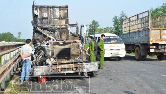 Xe container bỗng dưng phát cháy dữ dội ảnh 3