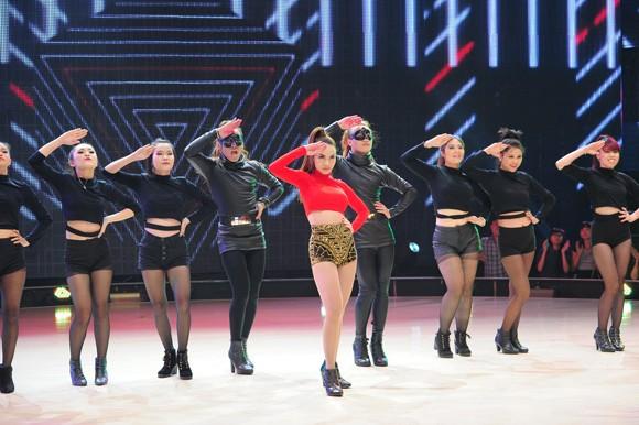 """Khoe vũ điệu bốc lửa, Yến Trang thế chân Hà Hồ trên """"ghế nóng"""" ảnh 2"""