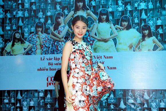 Trà My diện trang phục BCS, xác lập kỷ lục Guinness Việt Nam ảnh 5