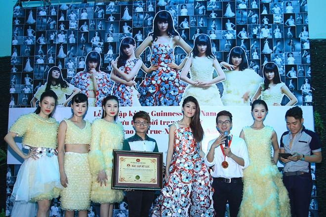 Trà My diện trang phục BCS, xác lập kỷ lục Guinness Việt Nam ảnh 2