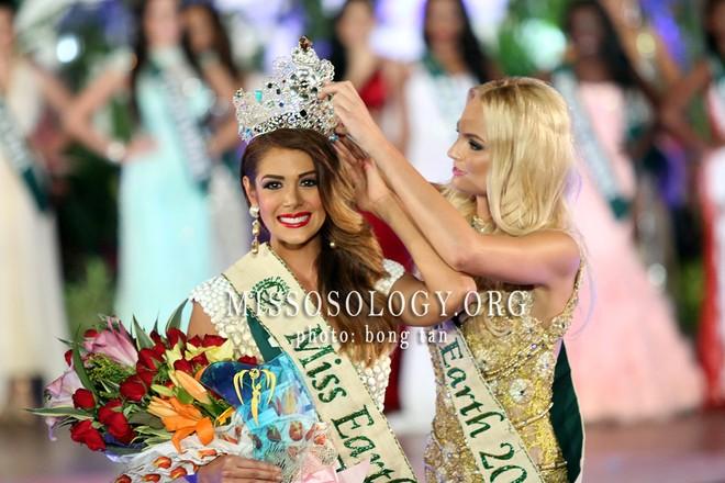 Chiêm ngưỡng vẻ đẹp nóng bỏng của tân Hoa hậu Trái đất 2013 ảnh 1