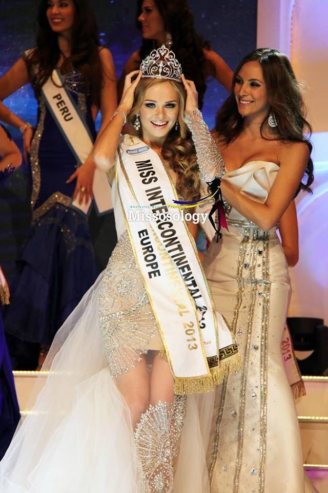 """Vẻ đẹp """"búp bê"""" nóng bỏng của tân Hoa hậu Liên lục địa 2013 ảnh 1"""