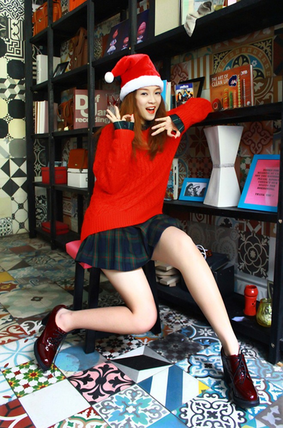 """Đinh Hương hóa """"bà già Noel"""" tặng khán giả """"Jingle Bells"""" ảnh 3"""