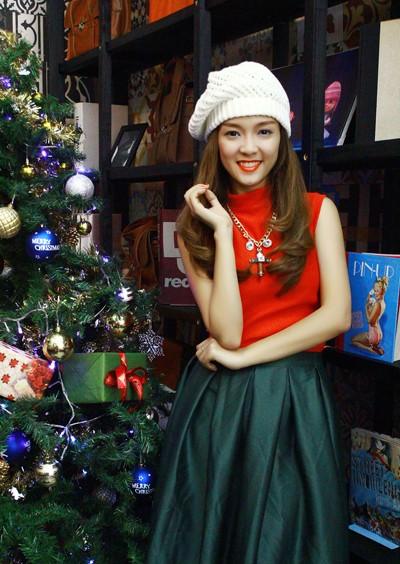 """Đinh Hương hóa """"bà già Noel"""" tặng khán giả """"Jingle Bells"""" ảnh 4"""