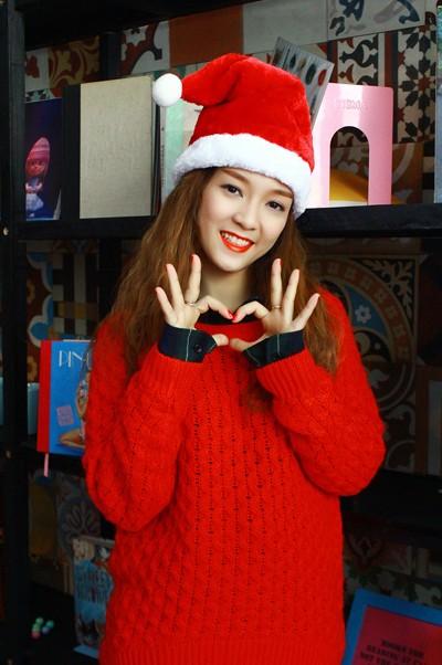 """Đinh Hương hóa """"bà già Noel"""" tặng khán giả """"Jingle Bells"""" ảnh 6"""