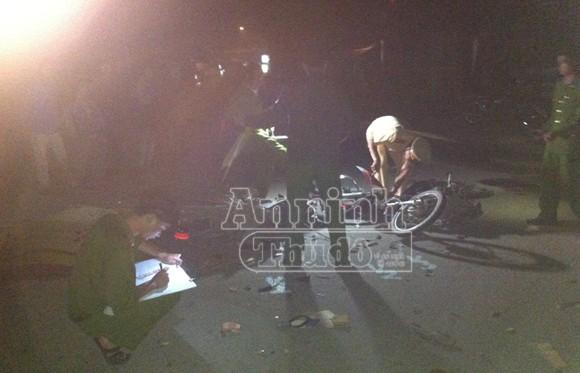 Một người chết thảm dưới gầm ô tô ảnh 1