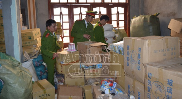 Bắt quả tang cơ sở buôn bán hàng hóa Trung Quốc nhập lậu ảnh 1