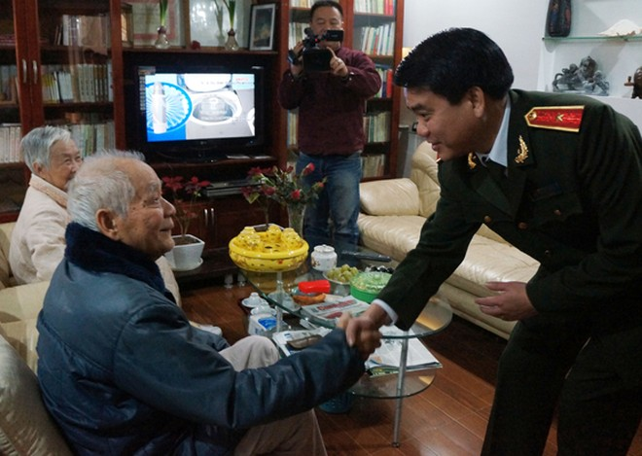 Giám đốc CATP Hà Nội thăm và chúc Tết các đồng chí công an lão thành ảnh 2