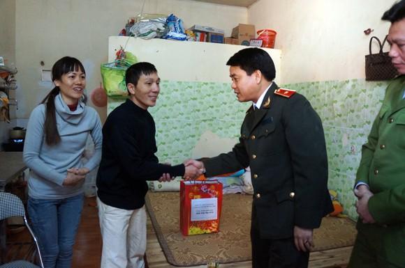 Giám đốc CATP Hà Nội thăm và chúc Tết các đồng chí công an lão thành ảnh 4
