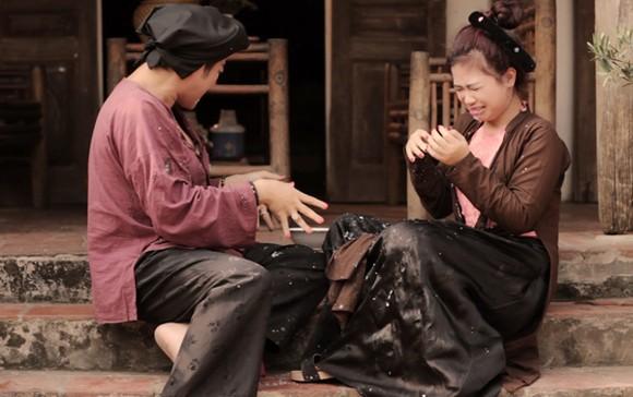 Dương Hoàng Yến bị Minh Quân bạo hành, tát lệch cả má ảnh 1