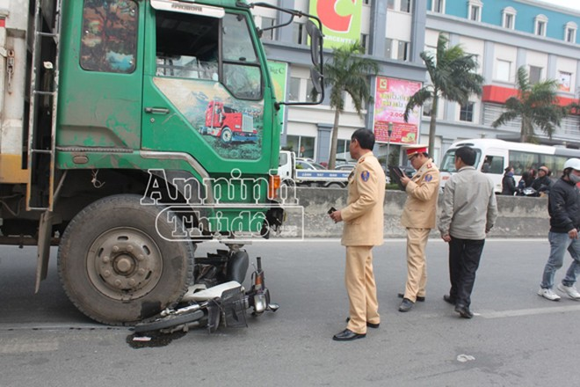Xe tải tông xe máy, hai bác cháu thương vong ảnh 1