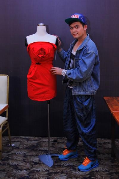 """Chiêu """"hô biến"""" áo sơ mi độc đáo của thí sinh Project Runway ảnh 1"""