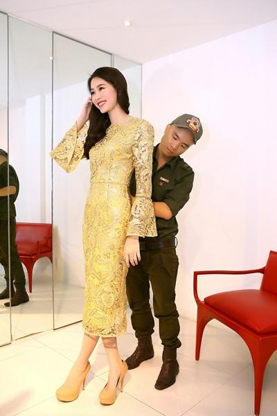 Đỗ Mạnh Cường ân cần sửa váy cho Hoa hậu Đặng Thu Thảo ảnh 3