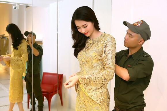 Đỗ Mạnh Cường ân cần sửa váy cho Hoa hậu Đặng Thu Thảo ảnh 2