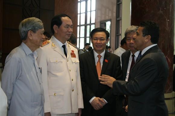 Chủ tịch QH Nguyễn Sinh Hùng: Tình hình biển Đông diễn biến hết sức phức tạp, khó lường ảnh 5
