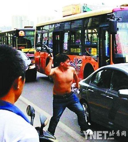 Trung Quốc bắt kẻ đập đầu người lái xe Nhật ảnh 1