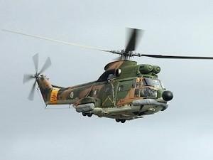 Trực thăng quân sự bị tấn công khi đang cứu hộ ảnh 1