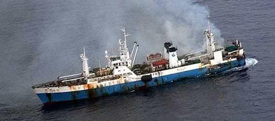 Tàu cá Trung Quốc đánh bắt tận Nam Cực, bốc cháy nghi ngút ảnh 1