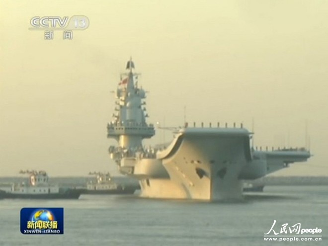 Tàu sân bay Liêu Ninh lần đầu kéo xuống biển Đông ảnh 1