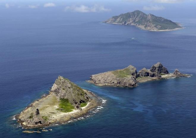 Ba lực lượng phòng vệ Nhật Bản lần đầu tập trận chung tái chiếm đảo xa ảnh 1