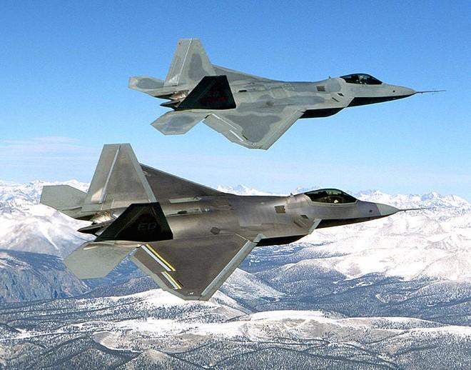 Máy bay chiến đấu Mỹ, Canada xuất kích chặn 8 máy bay Nga ảnh 1