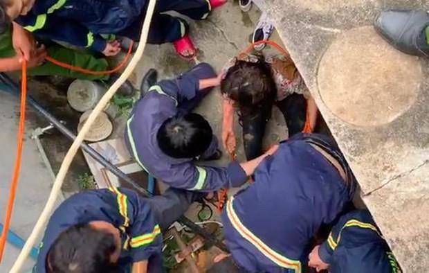 [Tin nhanh sáng 4-11-2020] Cứu sống một phụ nữ rơi xuống giếng sâu 25m ảnh 1