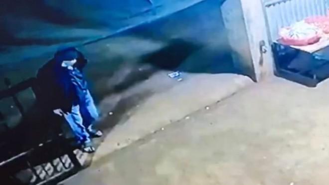 [Tin nhanh sáng 25-11-2020] Bắt giữ nghi phạm đột nhập, đâm chết chủ nhà trong đêm ảnh 2