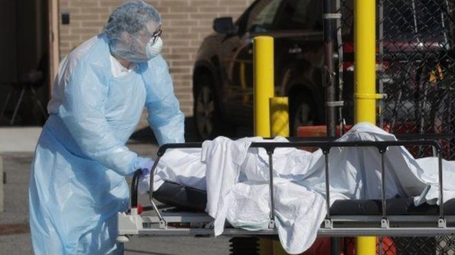 Đại dịch Covid-19 giết nhiều người Mỹ trong một ngày hơn thảm kịch khủng bố 11-9 ảnh 1