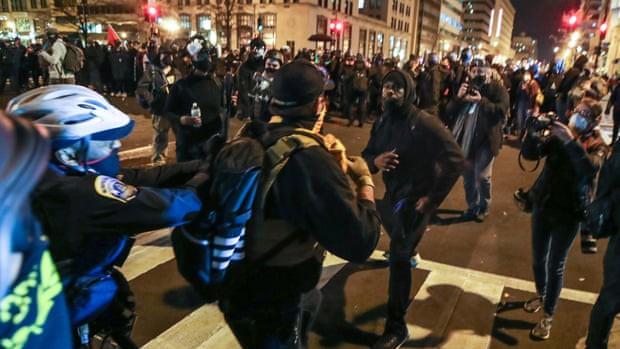 Hậu bầu cử Tổng thống Mỹ 2020: Bạo lực bất ngờ bùng phát ở Thủ đô Washington D.C ảnh 1