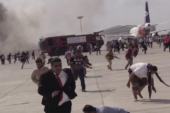 Sân bay Aden bị tấn công khi máy bay chở Thủ tướng Yemen hạ cánh ảnh 1