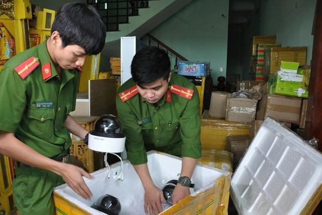 [Tin nhanh sáng 9-1-2021] Thu giữ lô hàng lậu thiết bị điện tử phục vụ sòng bạc ảnh 1