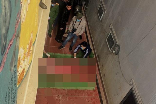 [Tin nhanh sáng 16-1-2021] Trèo lên mái nhà quay video Tik Tok, nam thanh niên rơi xuống đất tử vong ảnh 2