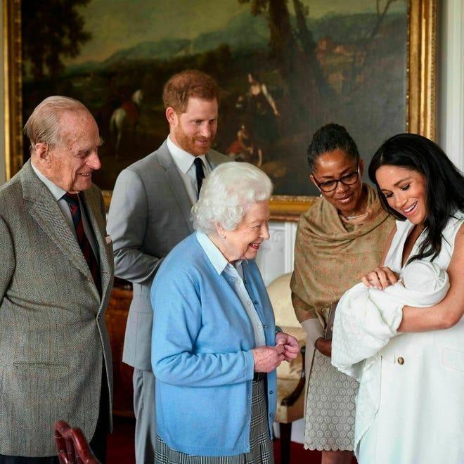 Cặp đôi Harry - Meghan viết gì sau khi Hoàng thân Philip qua đời? ảnh 1