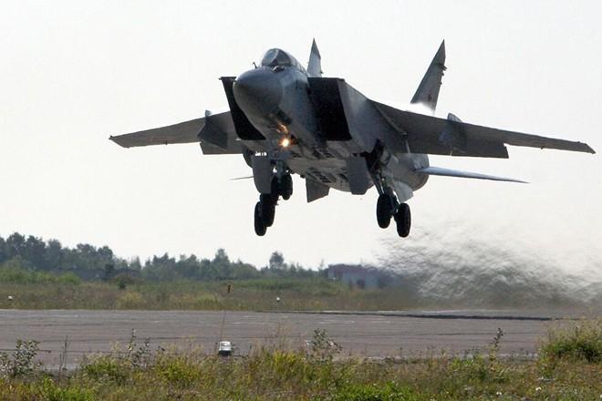 Chiến đấu cơ Nga xuất kích chặn máy bay Mỹ trên Thái Bình Dương ảnh 1