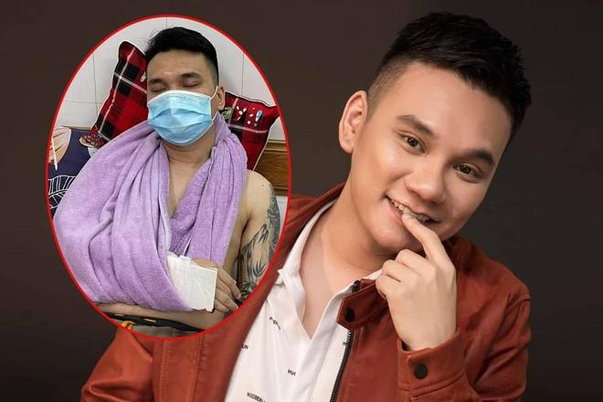 [Tin nhanh sáng 21-4-2021] Ca sĩ Khắc Việt bị gãy tay đang chờ phẫu thuật ảnh 1