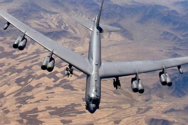Mỹ triển khai B-52, tàu sân bay bảo vệ việc rút quân khỏi Afghanistan ảnh 1