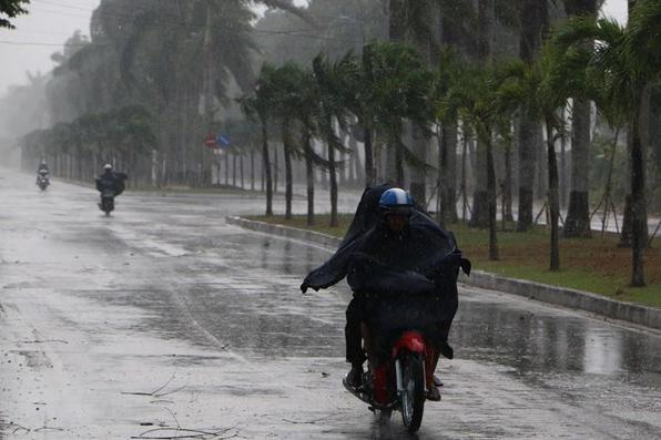 [Tin nhanh sáng 28-4-2021] Ảnh hưởng không khí lạnh tăng cường, Bắc Bộ có mưa rất to ảnh 1